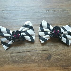 HT | Striped Skull Bows